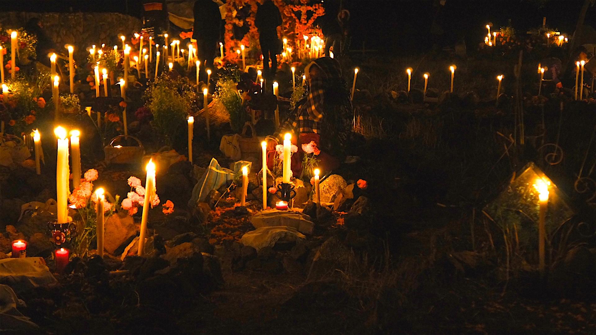 Día De Muertos En Pátzcuaro Vive La Magia De Las: La Velación De Los Muertos En Diferentes Lugares De La